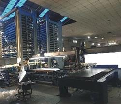自动钢板原料库通过机器手与激光机有效连接.jpg